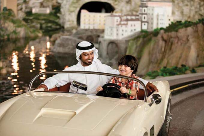 3_Ferrari_World_Abu_Dhabi_-Bell_Italia