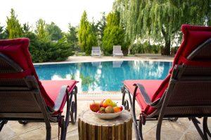 pool-2394710_1280